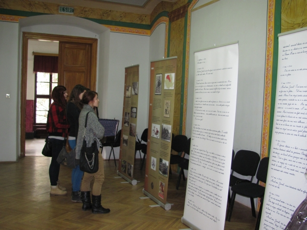 hungarian language newspaper image of exhibition